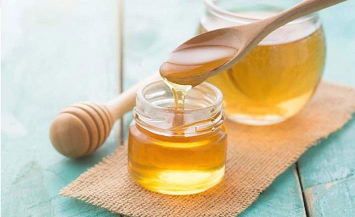 Trị thâm mụn bằng Vitamin E và mật ong