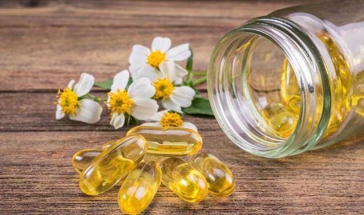 Trị vết thâm mụn bằng vitamin E