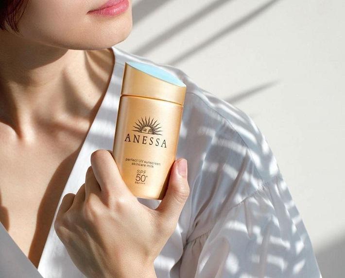 Review Anessa Perfect UV Sunscreen Skincare Milk